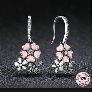 Pink 925 sterling silver floral earrings 🌸